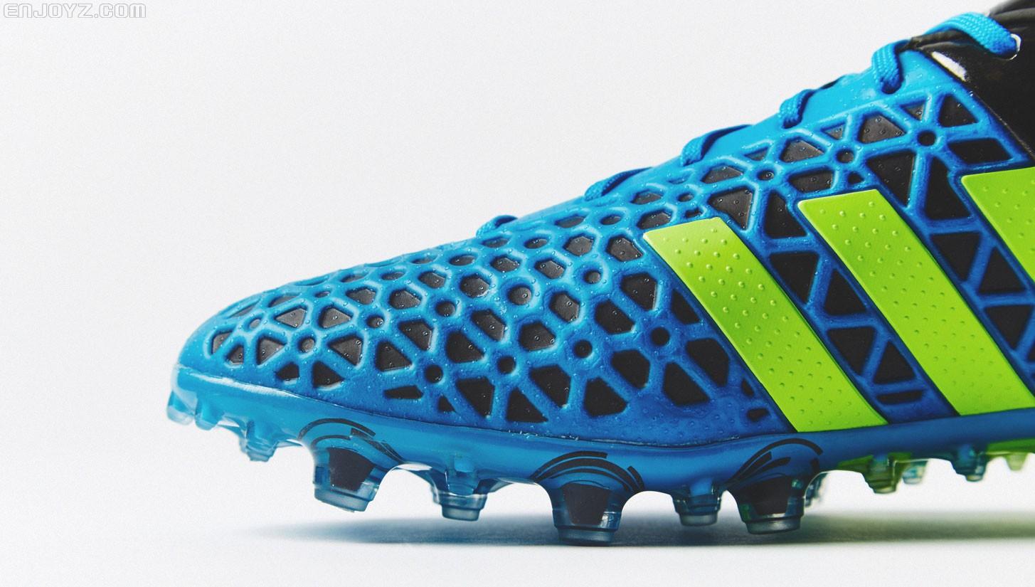阿迪达斯光能蓝配色ace15.1足球鞋登场